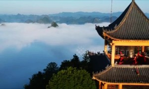 Stunning sea of clouds turns Chinese town into a cinematic scene