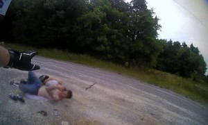 Unbelievably shocking video of Police Officer saving couple from rattlesnake