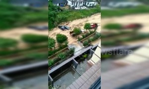 Flash floods cause massive landslide which sweeps away vehicles in southern China