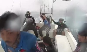 Thai fishermen battle through raging seas