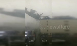 Roof ripped off by strong wind crashes onto parked vehicles below in northern China