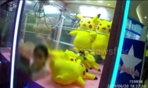 Chinese girl gets stuck in claw machine after trying to get her hands on Pikachu toy