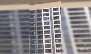 Cleaners throw dirty water from 13th floor of residential building in China