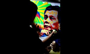 Artist creates recycled straw mural of Philippines president
