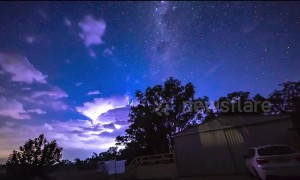 Time-lapse footage captures lightning storm with epic Milky Way backdrop in Australia