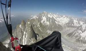 Paraglider navigates thousands of metres above sea level around Mont Blanc