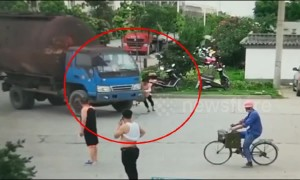 Chinese woman attempts to scam driver by lying in front of truck
