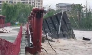 Wooden footbridge collapses during flash flooding in China's Shangrao
