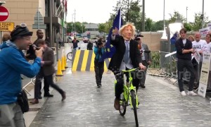 Boris Johnson impersonator rides around at Tory leadership debate in Manchester
