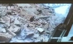 Woman narrowly avoids being buried by collapsing wall in China's Ganzhou