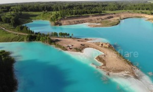 Instagram influencers flock to 'unsafe' bright blue lake in Siberia