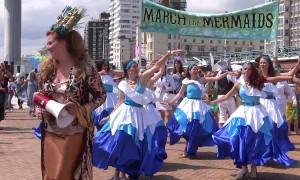 "Brighton ""Mermaids"" call on locals to keep the beach clean"