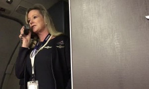 Flight attendant's gives passengers hilarious pre-flight speech