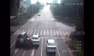 Three-wheeler falls apart after smashing into oncoming minibus in China
