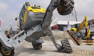 Epic spider excavator display demonstrates manoeuvres at Munich construction expo