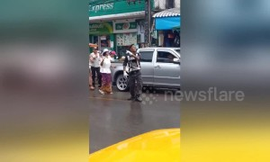 Funky Thailand cop dances while directing traffic