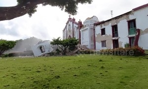 Church collapses in Philippines earthquake