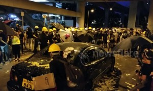 Hong Kong protesters smash up car in Yuen Long