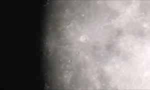 Man uses camera to pull off insanely close zoom in of the Moon