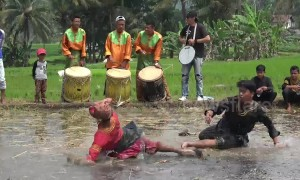 This traditional form of Indonesian martial arts sees two people battle it out in a muddy rice field
