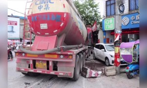 Out of control cement tanker narrowly misses man crossing road in China