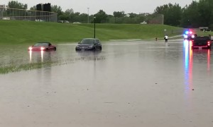 Lakeville Flooding Strands Several Cars