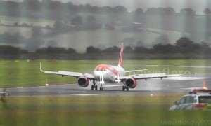 Hair-raising landings in high winds at the UK's Bristol airport