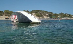 Shipwrecked yacht winds up on Ibiza beach with ecology message
