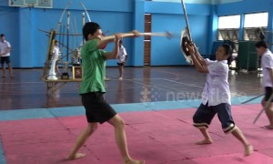 Meet the Thai teenager with incredible sword fighting skills