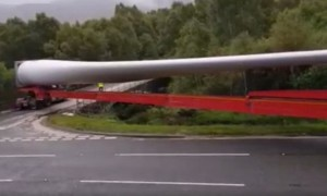 Truck Carrying Massive Turbine Blade Makes Stunning Turn Onto Narrow Street