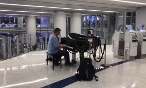 Random guy at Los Angeles airport plays lovely piano