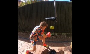 Kid amazingly shows off pro-like boxing skills