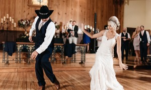 Father-daughter first dance medley had every guest on their feet
