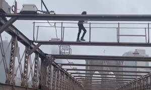 Good Guy Saves Man on Brooklyn Bridge
