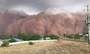 Dust Storm Descends on Parkes