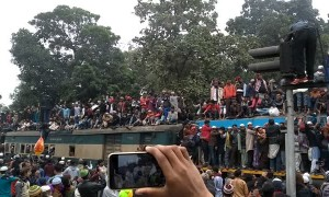 Train Carrying Hordes of Citizens Travels through Dhaka