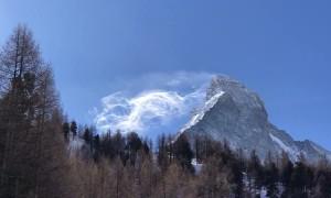 Spectacular Scene as Snow Blows off the Matterhorn