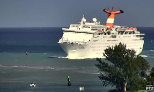 Cruise ship makes rocky entrance to Palm Beach