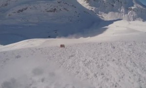 Scary footage shows moment when skier gets caught in avalanche