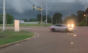 Driver Finds Developing Funnel Cloud