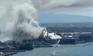 Huge fire on USS Bonhomme Richard in San Diego