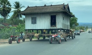 Moving a House on Tractors