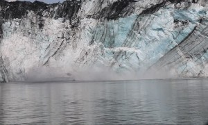 Large Chunk of Glacier Causes Wave as It Crashes Into the Ocean