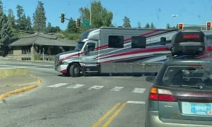 Huge RV Tows Huge Boat Around Tight Turn