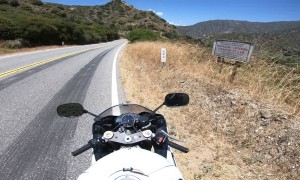 Motorcycle Rider Narrowly Avoids Stopped Traffic
