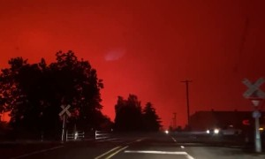 Skies near Silverton, Colorado turn blood red due to Santiam Fire