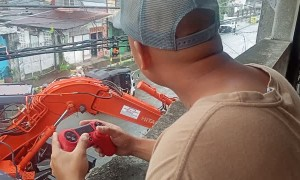 Construction Worker Uses Gaming Controller for Work
