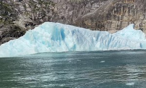 Chunk of Glacier Calves Causing Huge Swell