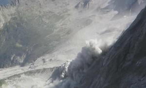 Massive rockslide caught on camera in Switzerland's Bregaglia Range
