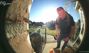 Man Drops Everything After Being Caught on Doorbell Trap